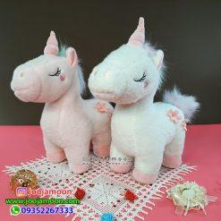 عروسک اسب تک شاخ چشم بسته