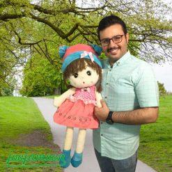 عروسک دختر کلاه پاپیونی