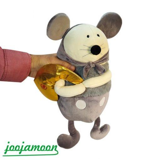 عروسک موش کیسه به دست
