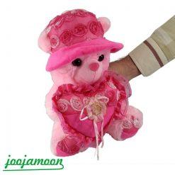 عروسک خرس کلاه دار قلب به دست گل دار