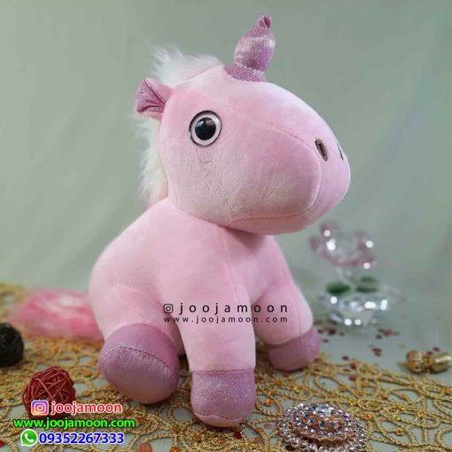 عروسک اسب تک شاخ نشسته